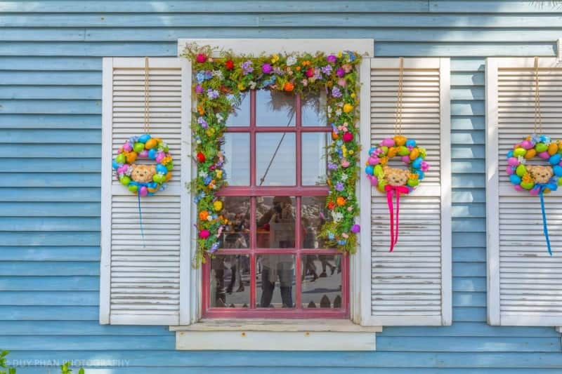 Beautiful window decorations in Cape Cod at Tokyo DisneySea