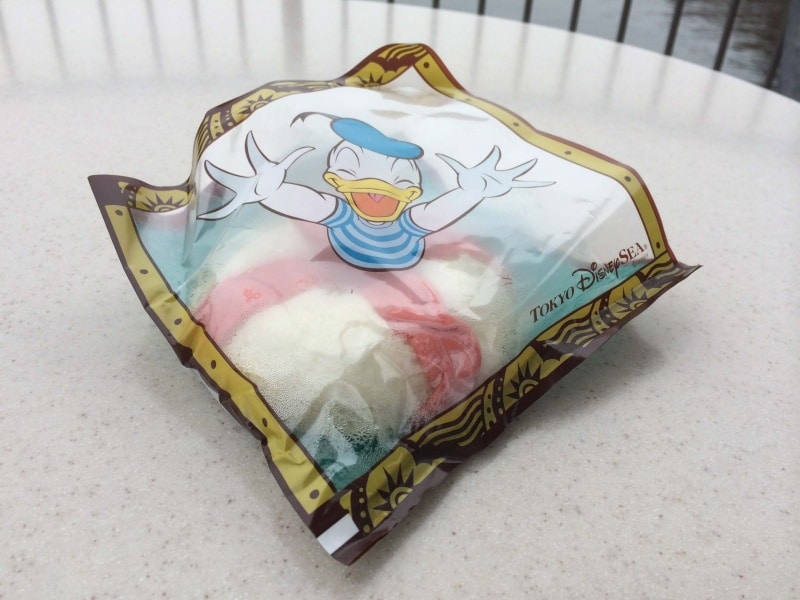 Packaging Ukiwa Shrimp Bun at Tokyo DisneySea Seaside Snacks
