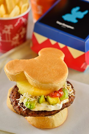 Pineapple and Avocado Burger Set ¥980