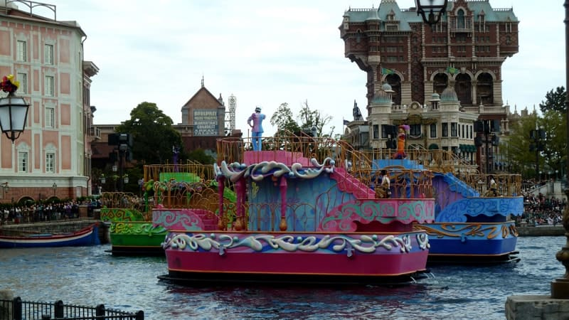Fashionable Easter Boats