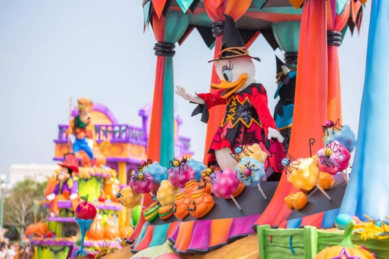 Daisy Duck in Happy Halloween Harvest