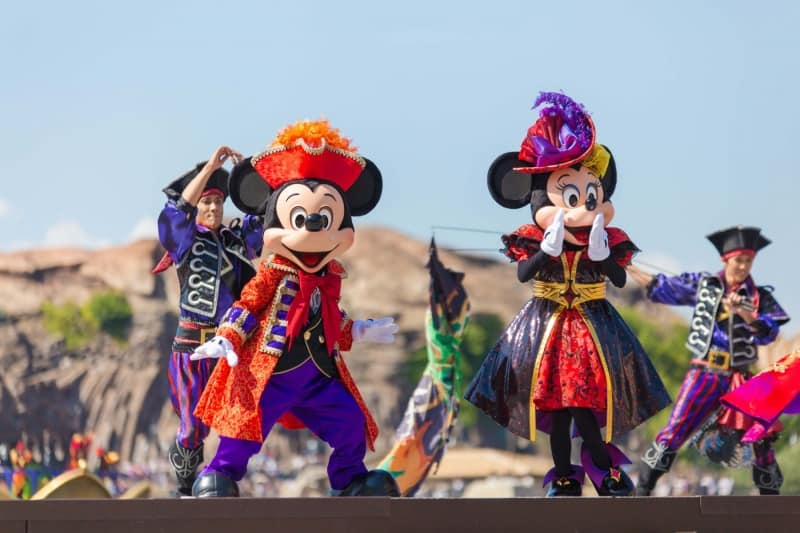 Mickey and Minnie in Villains World from Mickey Square