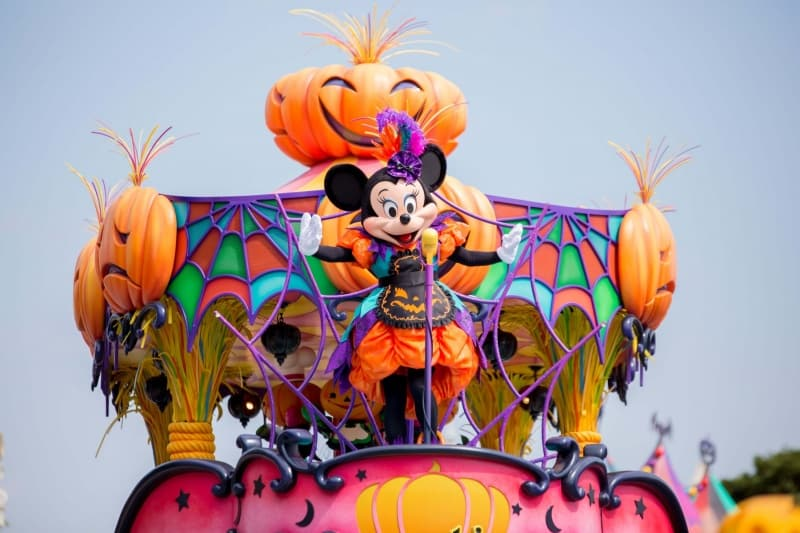 Minnie Mouse in Happy Halloween Harvest