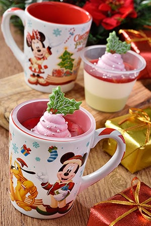 White Chocolate and Pistachio Mousse, with a Souvenir Cup ¥720 Available at Sweetheart Cafe