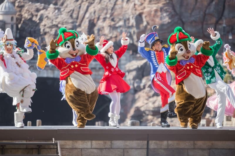 Chip N Dale in Perfect Christmas