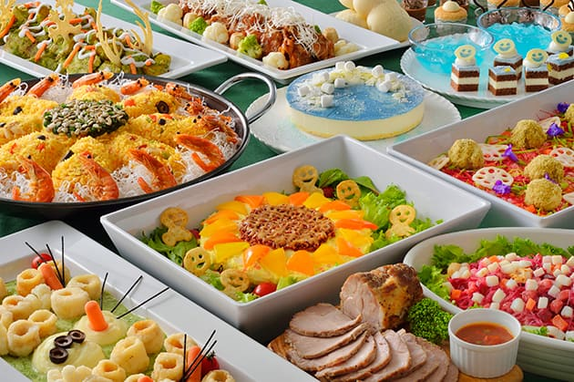 Crystal Palace Special Buffet Adult ¥3,090 7-12 year old child ¥1,950 4-6-year old child ¥1,230 Please Note: Restaurant only available to those who have an advance online Priority Seating. You will be unable to get a Priority Seating over the counter on the day of your visit.