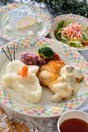 Gradma Sara's Kitchen Special Set ¥1,580 Set Includes... *Chicken in a White Cream Sauce, served with Buttered Rice *Mini Salad *Strawberry Mousse Rolled Cake *Soft Drink Available at Grandma Sara's Kitchen