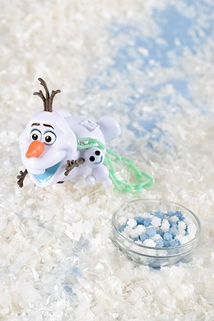 Sugar Candy, with Olaf Mini Snack Case ¥880 Available at Refreshment Corner