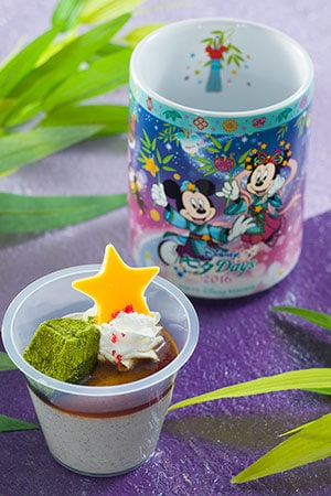 Dessert with Souvenir Cup ¥720 Available at various locations around both Parks.