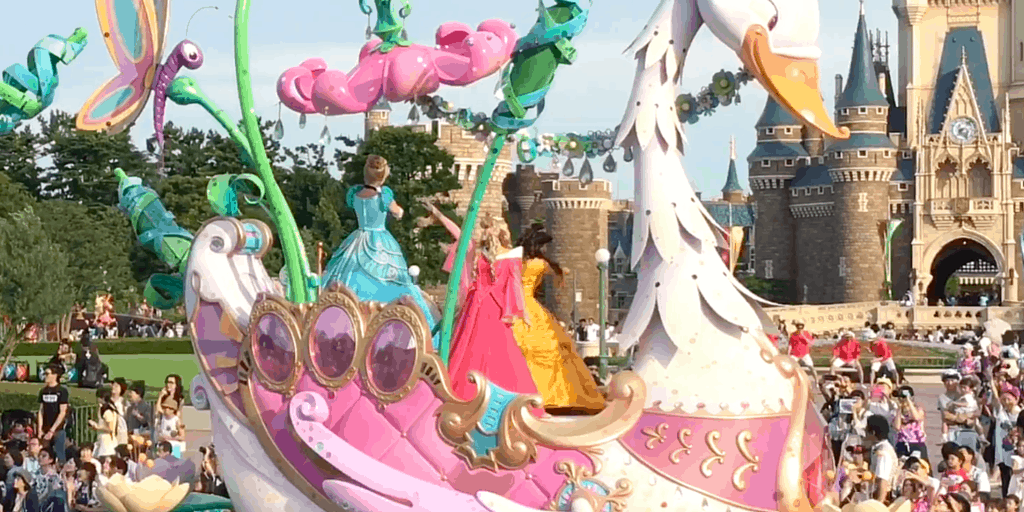 Colour-Changing Sleeping Beauty Dress at Tokyo Disneyland Debunked