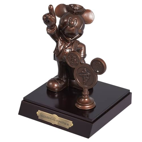 Mickey Bronze Figure ¥33,000 Available from October 4 Please Note: One Per Person