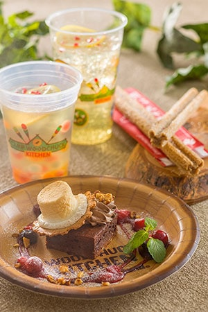 Other Items Includes S'more Chocolate Brownie ¥400  Hot Ginger Lemonade ¥340 Sparkling Lemon Jelly Drink ¥340 Mickey Cinnamon Churro ¥310