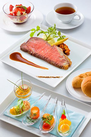 Combination Recommended by the Chef Includes Hors d'oeuvres (Marinated Beef Mousse and Consomme Jelly, Crab and Avocado dip, Palmito Salmon Trout Roll, Cajun Shrimp, Scallops) Roast Beef, served with Gravy Bread Strawberry Sundae Soft Drink