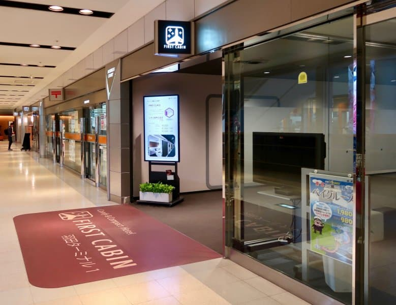 entrance-angle-first-cabin-haneda-capsule-hotel