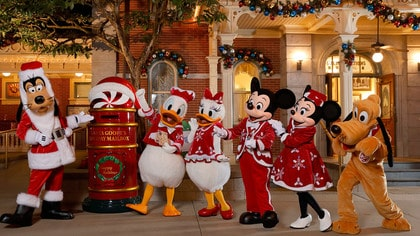Christmas In Disneyland Hong Kong.A Sparkling Christmas At Hong Kong Disneyland