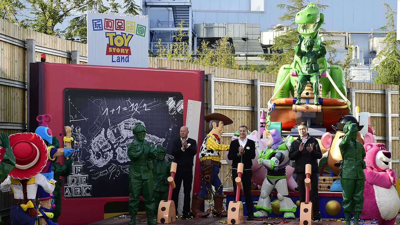 toy-story-land-shanghai-disneyland-full