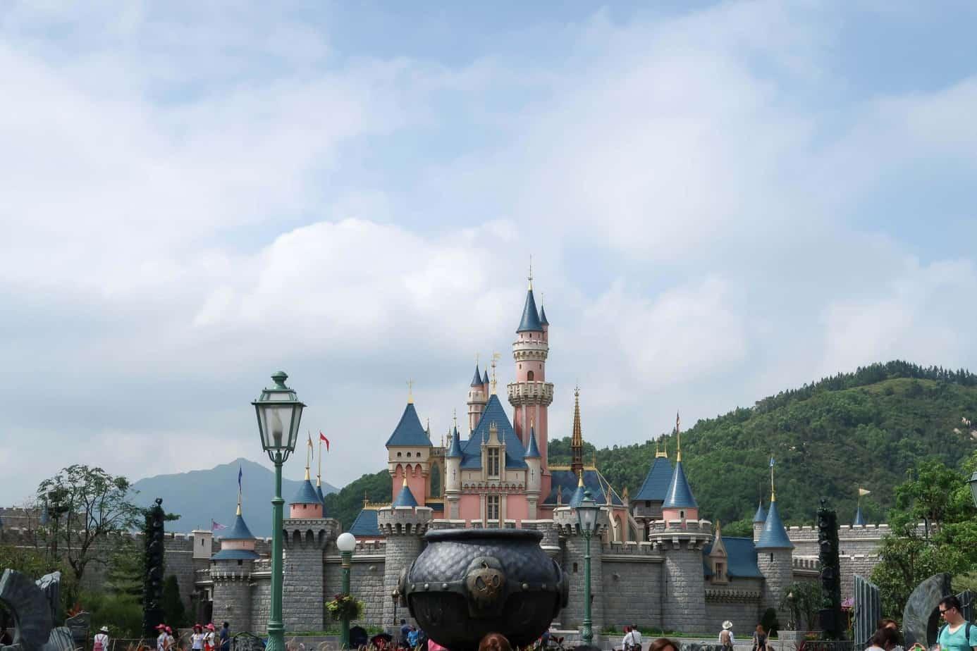 Hong Kong Disneyland Ultimate Trip Planning Guide 2019 Tiket Hongkong Open Date Resort Consists Of One Park And Three Disney Hotels Hotel Disneys Hollywood Their Newest