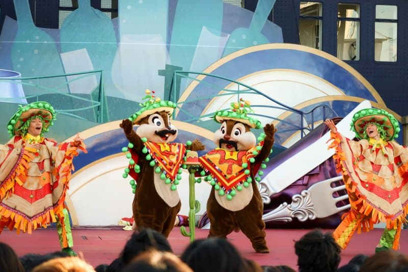 A Table is Waiting Tokyo DisneySea Chip n Dale
