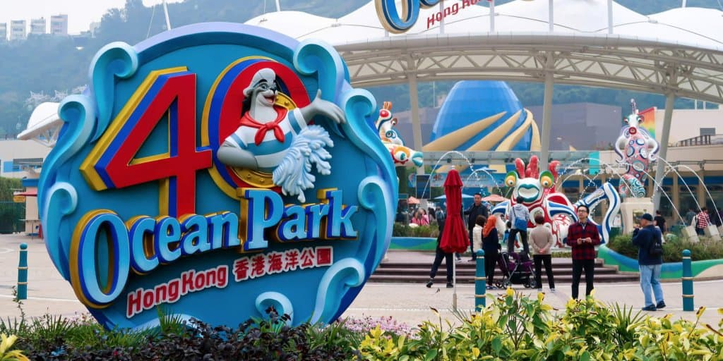 A Day at Ocean Park & Victoria Peak before Hong Kong Disneyland