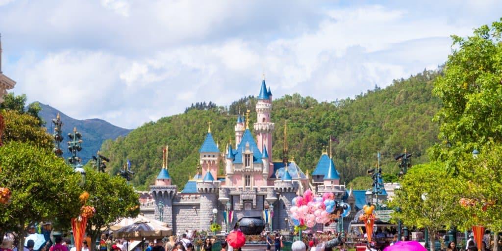 Hong Kong Disneyland Castle Construction Update January 2018