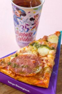 itsa small world Pizza