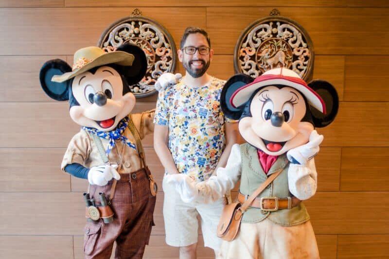 Mickey Minnie Greeting Dragon Wind