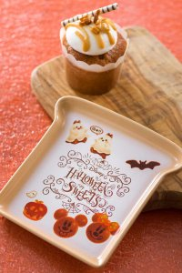Almond Caramel Muffin and Souvenir Plate