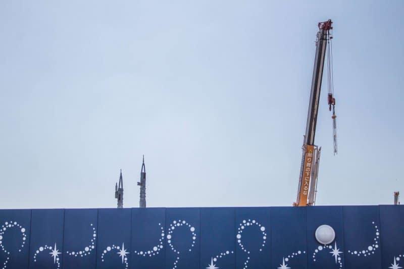 Tokyo Disneyland Fantasyland Construction Crane & Castle