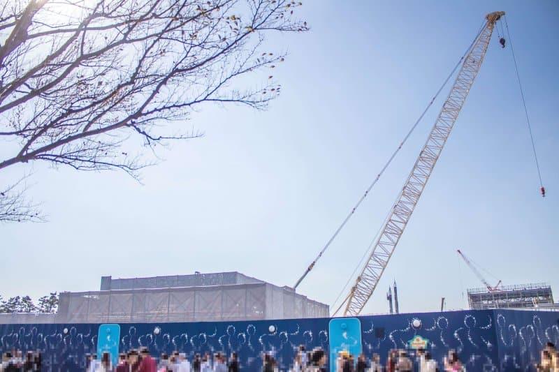 Tokyo Disneyland Tomorrowland Fantasyland Construction