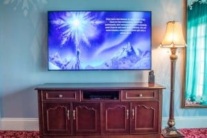 TV Frozen Suite Hong Kong Disneyland Hotel