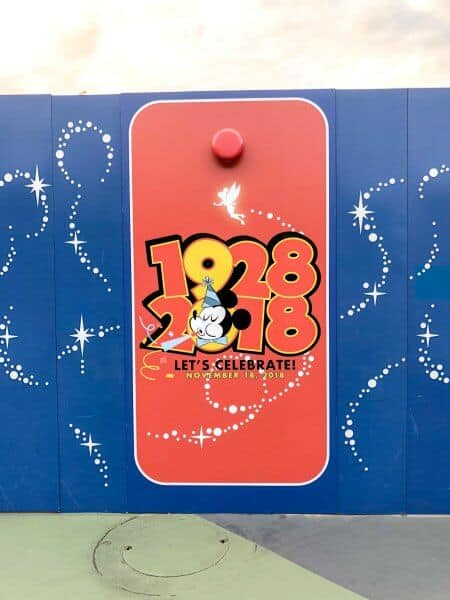 Mickey Mouse 90 Years 1928 2018 Decorations Toontown Construction Walls Tokyo Disneyland