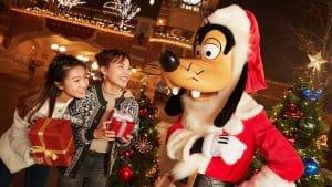Santa Goofy Shanghai Disneyland Christmas 2018