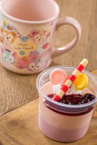 Strawberry and Cassis Mousse with Souvenir Cup Duffy and Friends Heartwarming Days