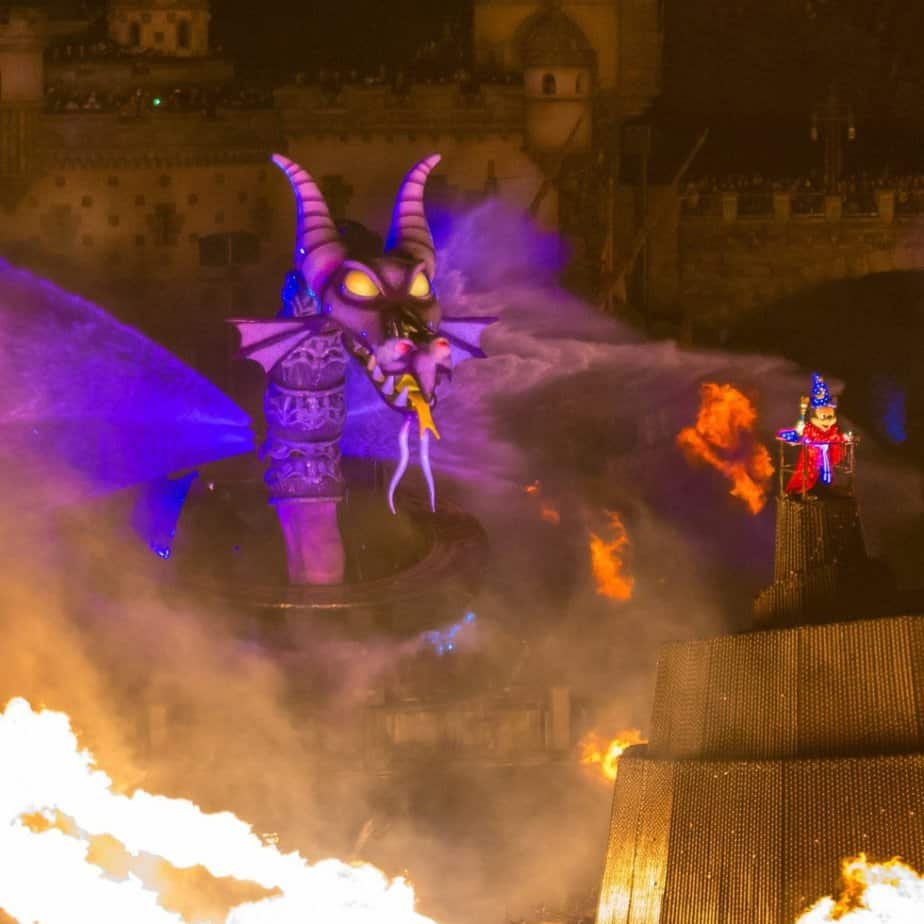 """Fantasmic!"" Ends in March 2020 at Tokyo DisneySea"