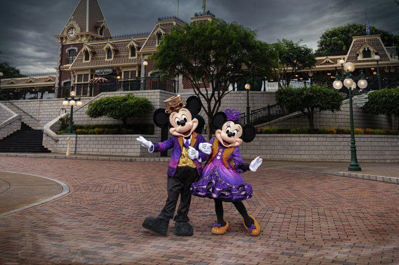 Mickey & Minnie Halloween Costumes at Hong Kong Disneyland