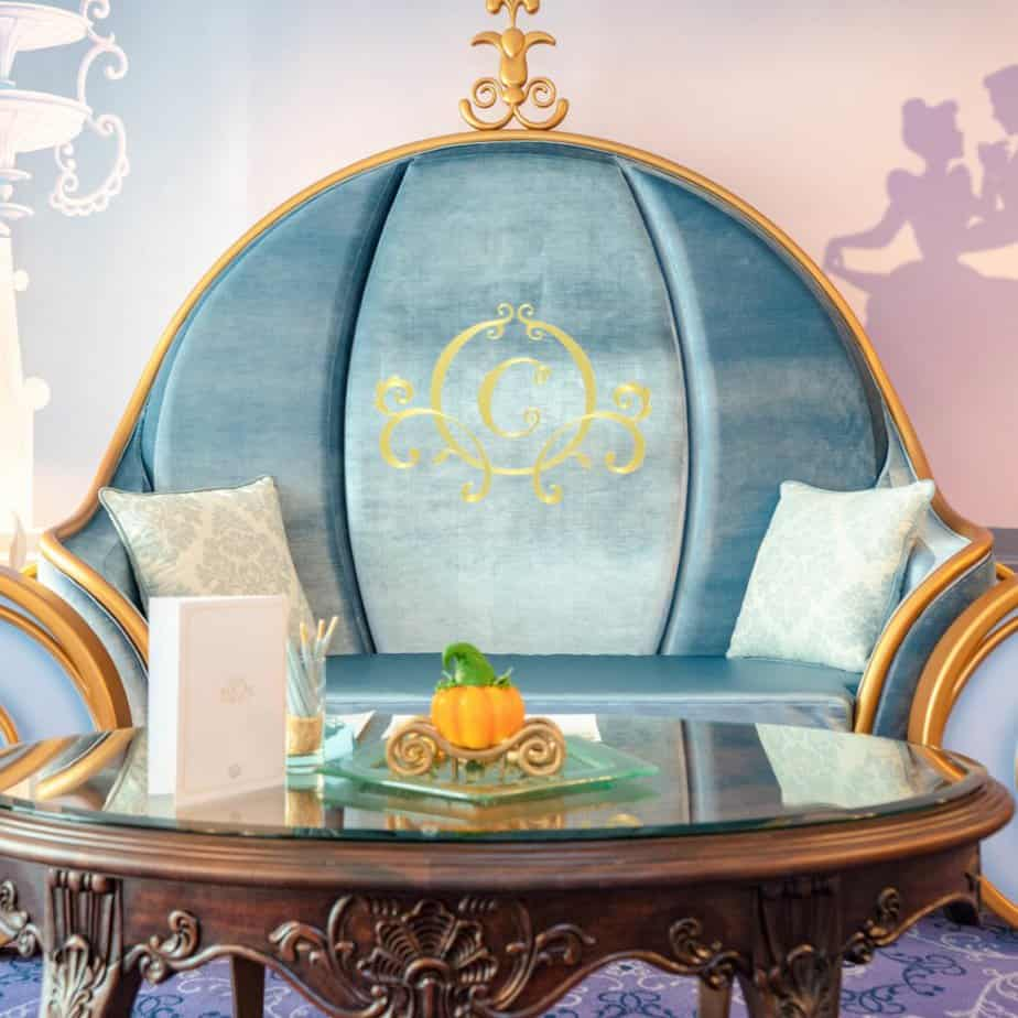 Cinderella Suite Tour & Photos at Hong Kong Disneyland