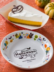 Pumpkin Cake with Souvenir Plate