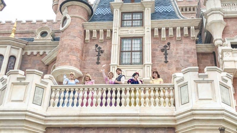 Character Greetings Social Distance at Shanghai Disneyland
