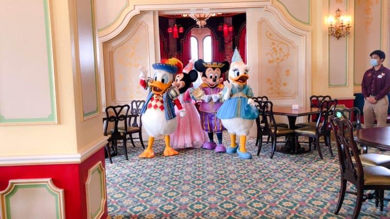 Royal Banquet Hall Character Greeting Social Distancing Shanghai Disneyland