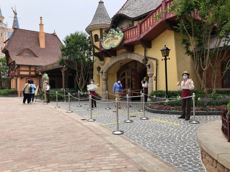 Social Distancing for Dining in Fantasyland