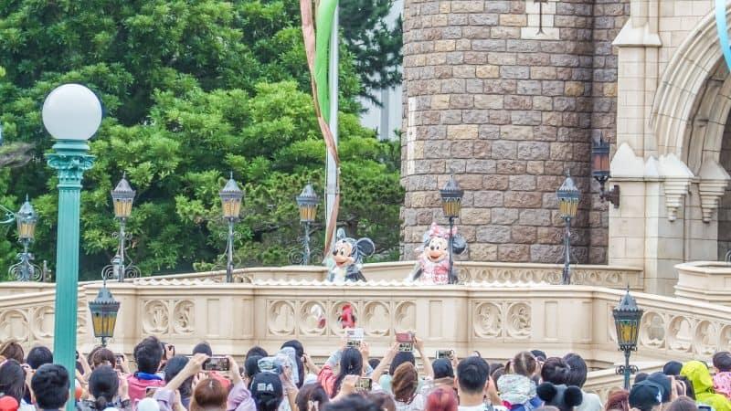Tokyo Disneyland Character Greeting