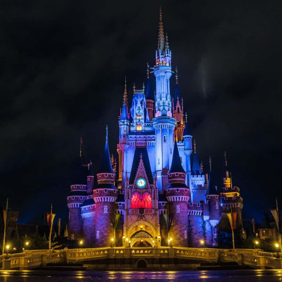 11 Things You Can't Do at Tokyo Disneyland